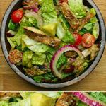 Кисло-сладкая куриная грудка в салате с авакадо